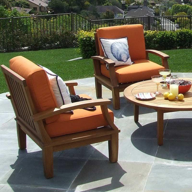 Terrasse mit Tisch