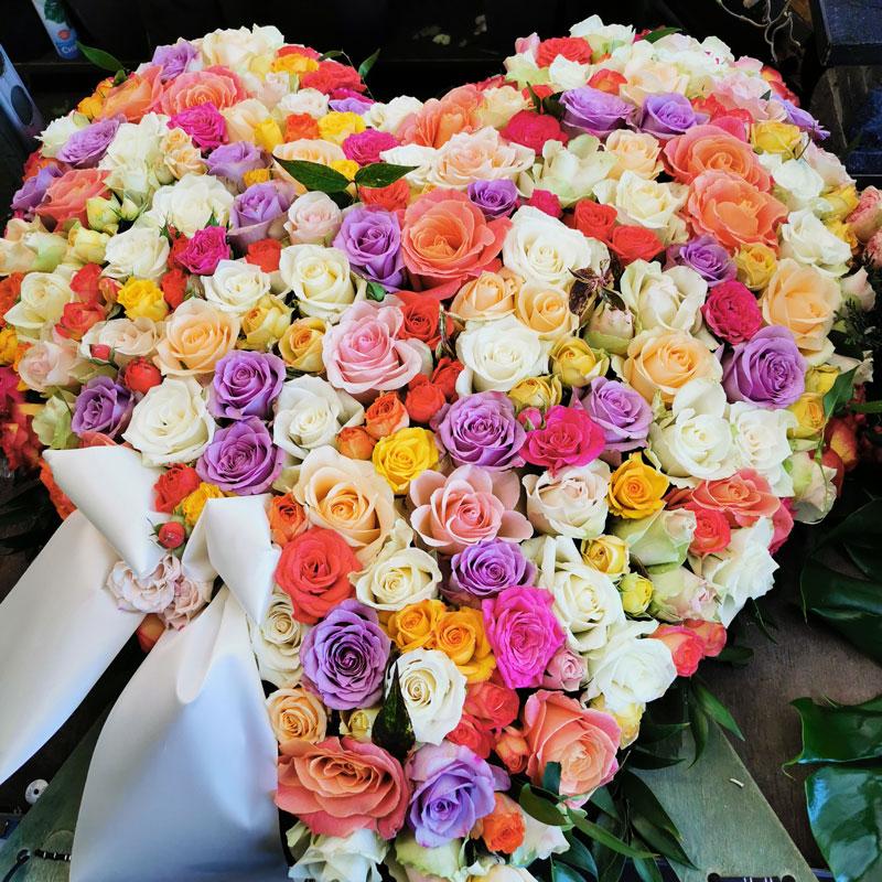 trauerfloristik im Gartencenter PÖtschke Herz aus rosen